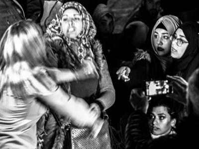 Scontri di fronte alla porta di Damasco. I giornali titoleranno di una coraggiosa donna palestinese che aggredisce una poliziotta